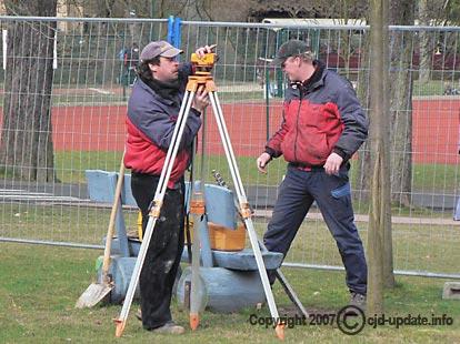 Angewandte Trigonometrie: Vermessung der Baugrube. Bild: A. Bubrowski/CJD Oberurff