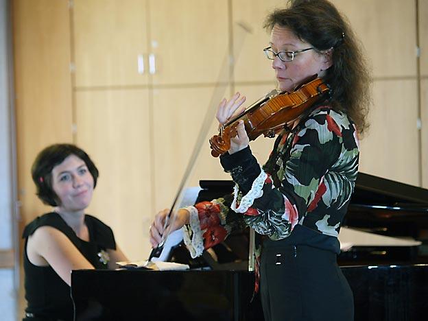Susanne Herrmann (Violine) und Kristin de Oliveira Reis (Klavier). Bild: BUB / CJD Oberurff