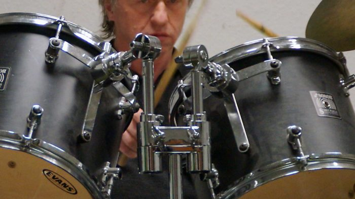 Schlagzeug-Lehrer Theo Piskorz, Musikschule CJD Oberurff. Foto: Lukas Daum/CJD Oberurff