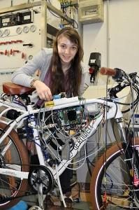 Muriel Racky im Erfinderlabor. Foto: Zentrum für Chemie e.V.