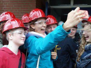 Schnell ein Selfie in ungewohnter Schutzkleidung.Bild: A. Bubrowski/CJD Oberurff