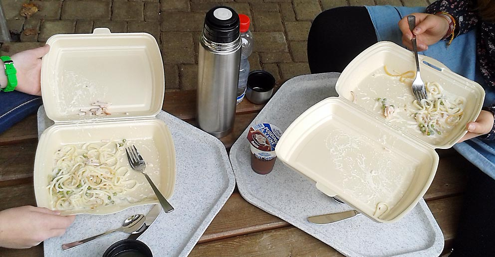 Essen im Freien - notgedrungen