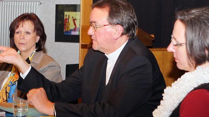 Diskussionsrunde mit Bischof Hein