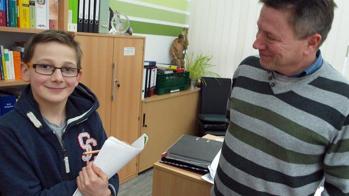 Schulleiter Günter Koch im Interview mit Junior-Onlineredakteur Dominik. Bild: A. Bubrowski/CJD Oberurff