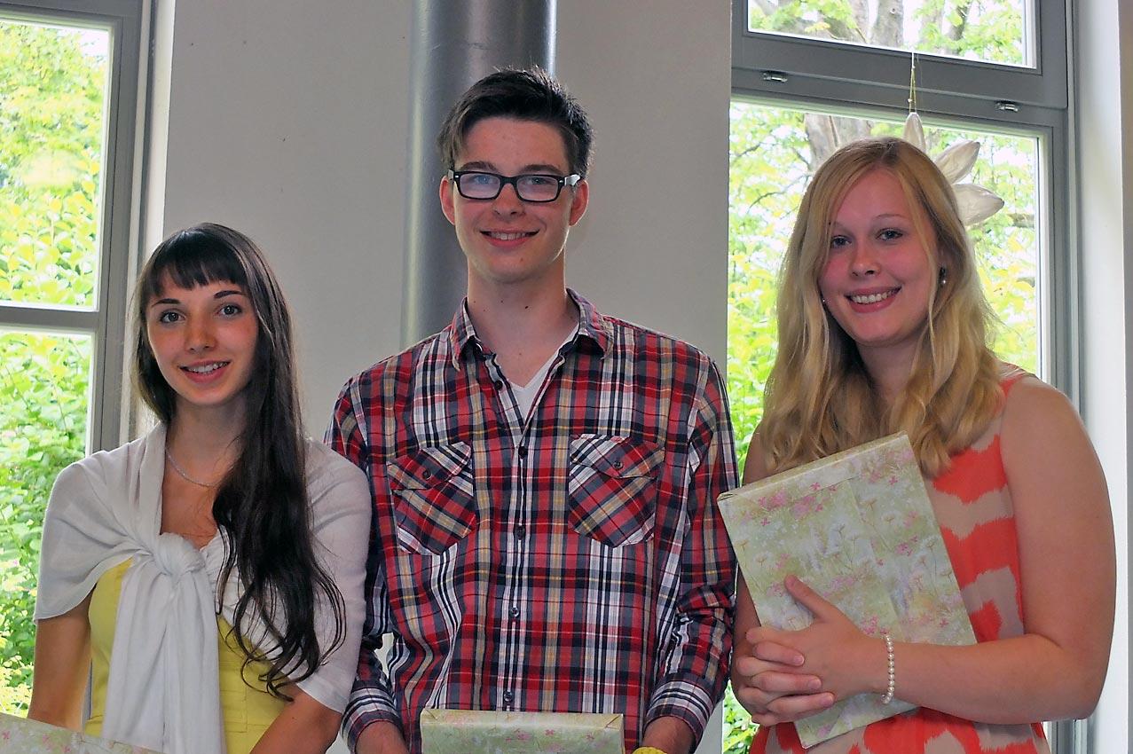 Chemie-Preis: Muriel Racky, Aaron Weehlmann, Janina Schütz (v. l.). Bild: M. Moniac/CJD Oberurff