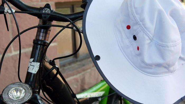 Breitkrempige Sonnenhüte oder Schirmmützen schützen die (junge) Haut vor der gefährlichen Sonnenstrahlung. Bild: A. Bubrowski/CJD Oberurff