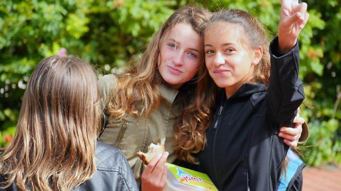 Schuljahr 2015-16: Kaum begonnen, schon sind Mia und Maxi mitten im Schulalltag - und guter Dinge | Bild: Andreas Bubrowski/CJD Oberurff
