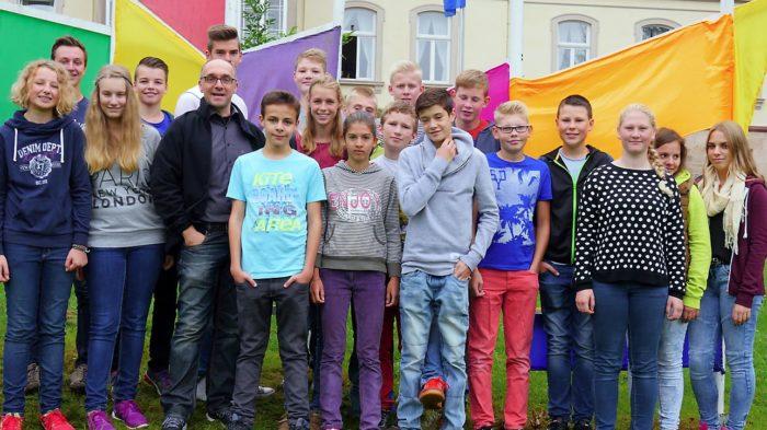 Klasse 8h mit Klassenlehrer Christoph Heimbucher (2015-16). Bild: A. Bubrowski/CJD Oberurff
