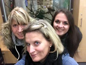 Bei den Primaten zur Weiterbildung (v. l.) Elena Röse, Christiane Stelling, Sarah Zimmermann.