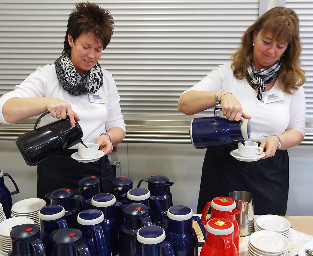 Freundlicher Service des Cafeteria-Teams | Bild: Andreas Bubrowski/CJD Oberurff