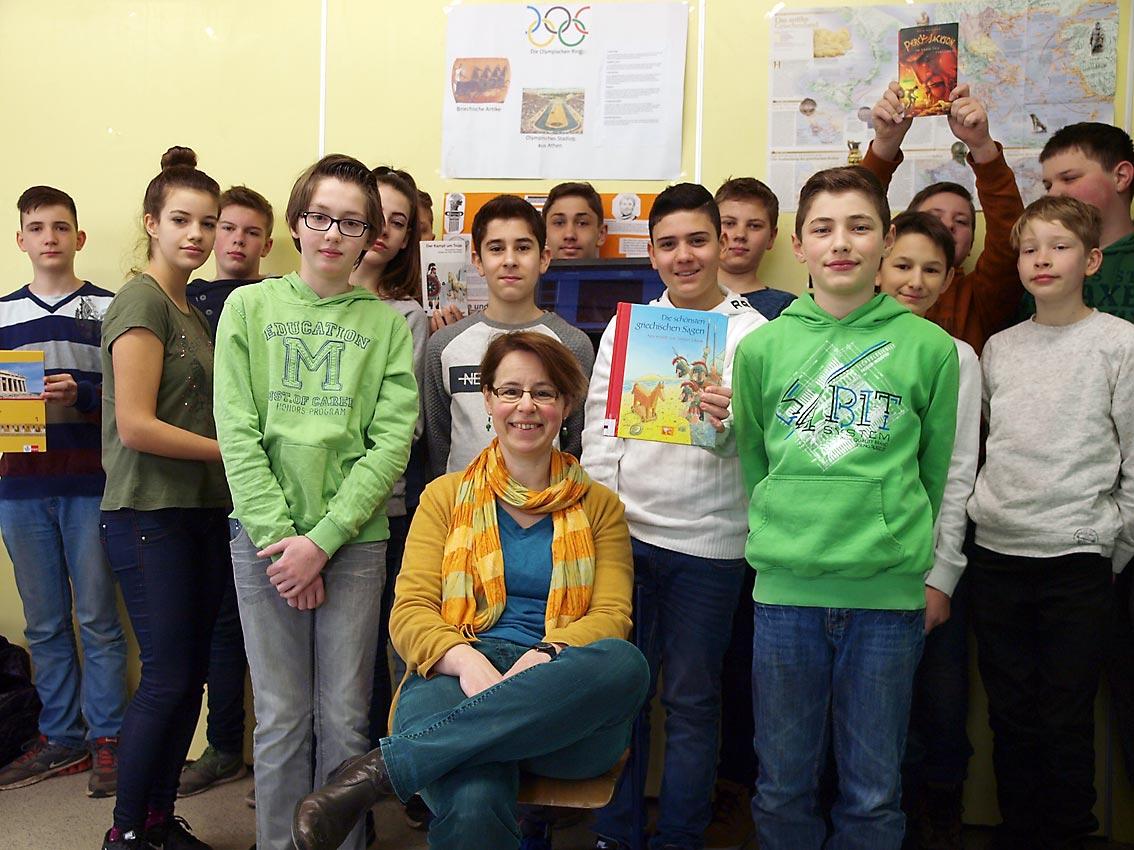 Klasse 7d mit Deutsch- und Geschichtslehrerin Katharina v. Urff | Bild: Andreas Bubrowski/CJD Oberurff