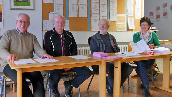 Wahlhelfer in der Grundschule Helenental in Bad Wildungen | Bild: Andreas Bubrowski