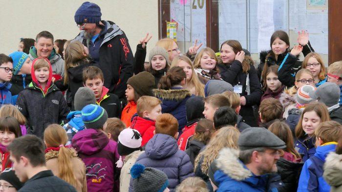 Schüler der Jahrgangsstufe fünf scharen Gäste um sich | Bild: Andreas Bubrowski/CJD Oberurff