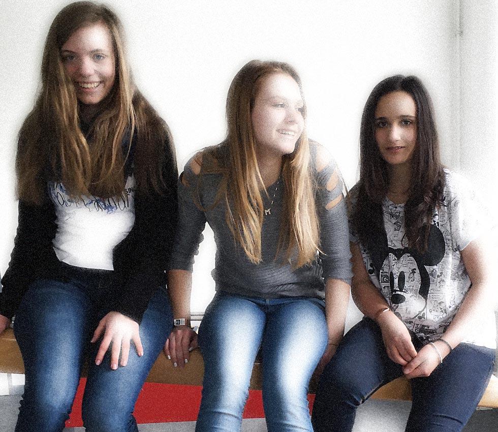 Experiminta: Schülerinnen der 8d testen den XXL-Hebel   Bild: Andreas Bubrowski/CJD Oberurff