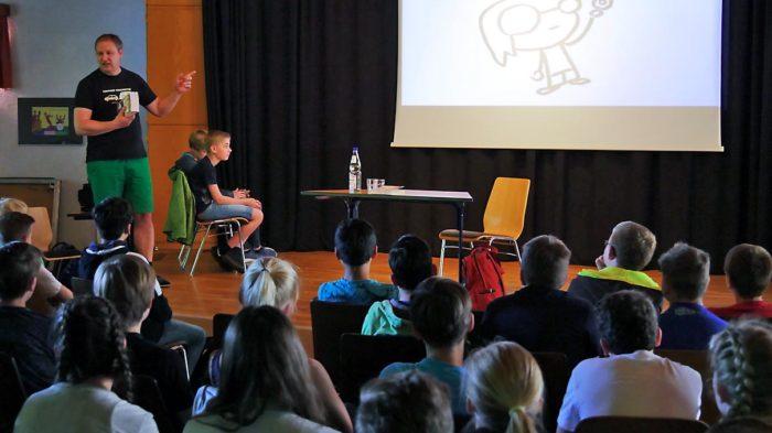 Manfred Theisen erzählt Entstehungsgeschichte von NERD FOREVER | Bild: Andreas Bubrowski/CJD Oberruff