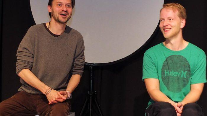 Regisseur Thomas Klischke (l.) und Carsten Stier im Nachgespräch zur Aufführung. Foto: M. Moniac/CJD Oberurff
