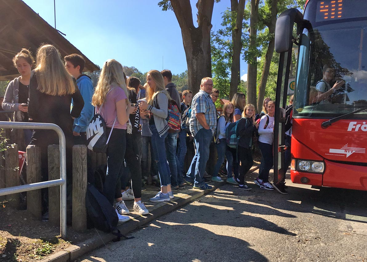 Hochbetrieb an den Schulbussen. Bild: BUB