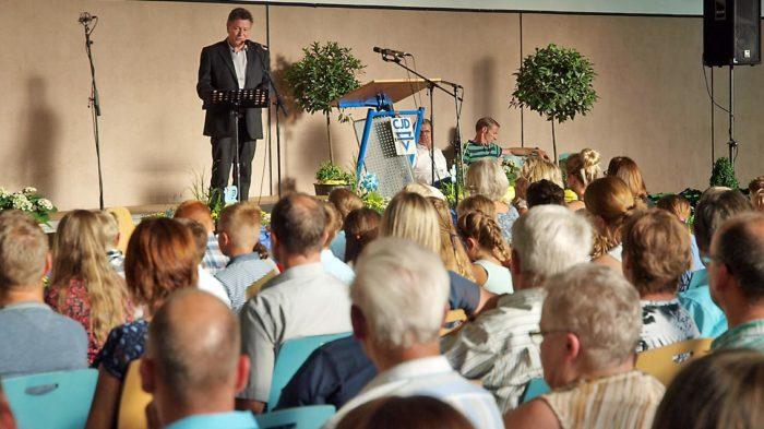 Schulleiter Günter Koch bei der Schulaufnahme | Foto: A. Bubrowski/CJD Oberurff