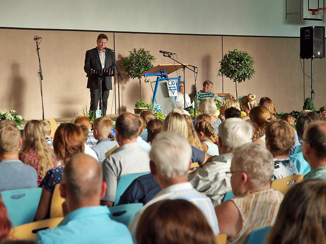 Schulleiter Günter Koch bei der Schulaufnahme   Foto: A. Bubrowski/CJD Oberurff