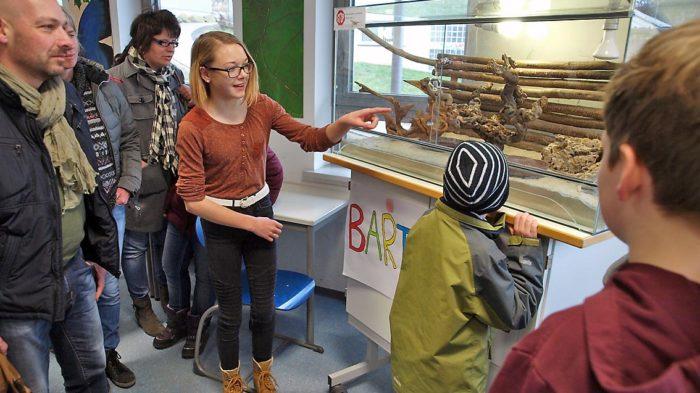 Tag der offenen Tür: Schüler stellen ihre Arbeit vor   Bild: A. Bubrowski/CJD Oberurff