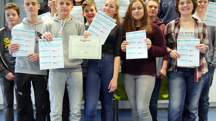 Klasse 9i mit Teilnahme-Urkunden | Bild: A. Bubrowski/CJD Oberurff