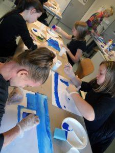 Ausdrucksmalen: Der Blaue Tisch? | Bild: Andreas Bubrowski/CJD Oberurff