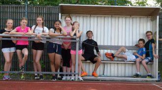 Sportfreunde warten auf den Einsatz | Bild: Andreas Bubrowski/CJD Oberurff