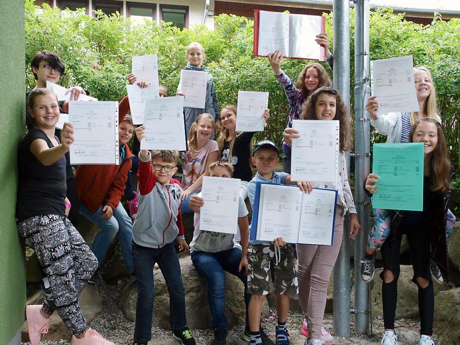 Klasse 5d (16-17) präsentiert Zeugnisse   Foto: Andreas Bubrowski/CJD Oberurff
