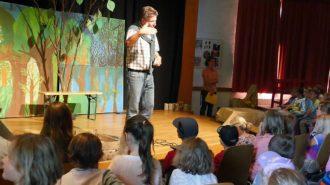 Schulleiter Günter Koch begrüßt kleine Gäste   Foto: Andreas Bubrowski/CJD Oberurff