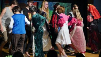 Tanzparty wie im Mittelalter   Foto: Andreas Bubrowski/CJD Oberurff