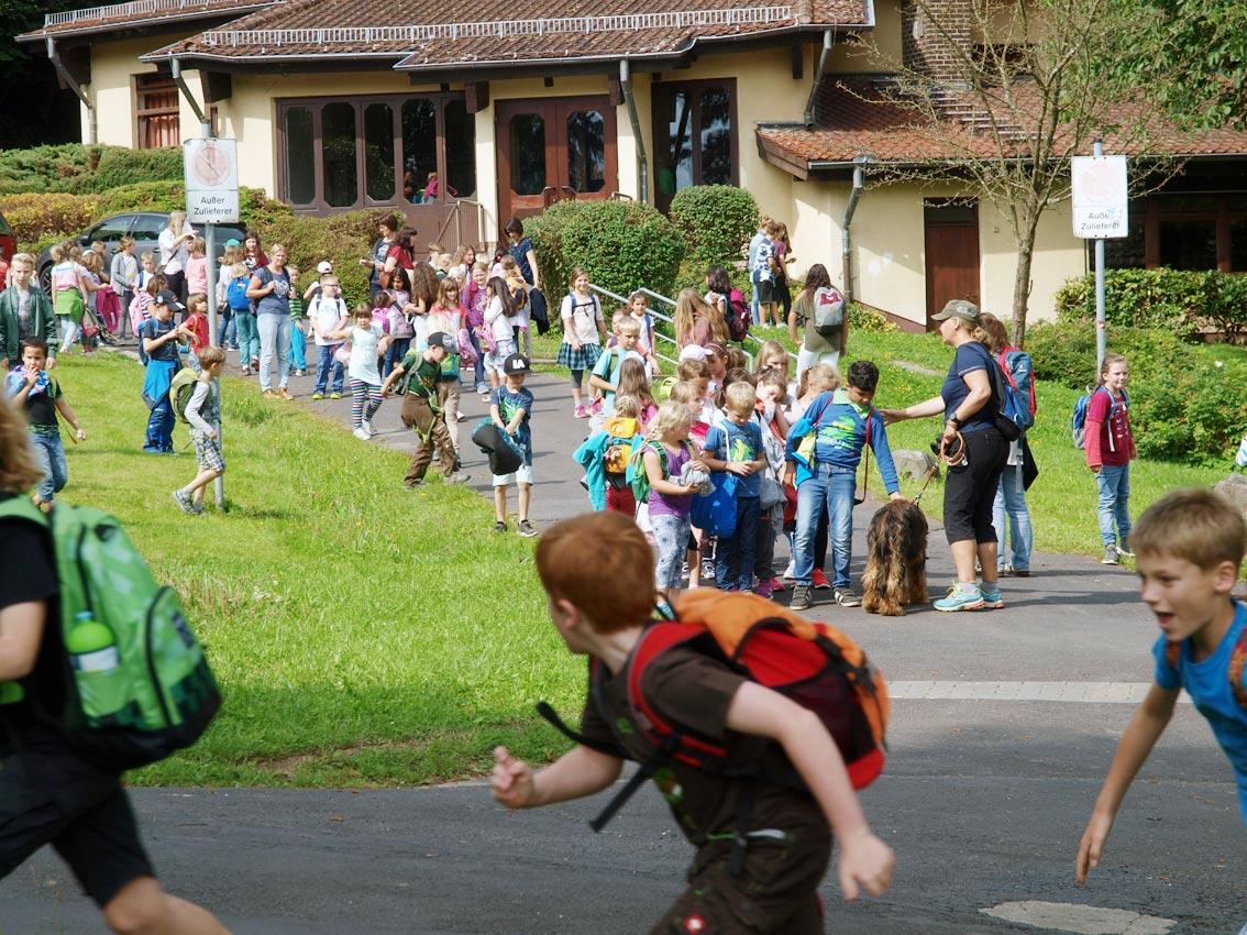 Grundschule von Bad Zwesten auf Theaterbesuch beim CJD Oberurff   Foto: Andreas Bubrowski/CJD Oberurff