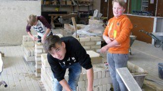 Bei der Arbeit am Bau | Foto: U. Ferner/CJD Oberurff