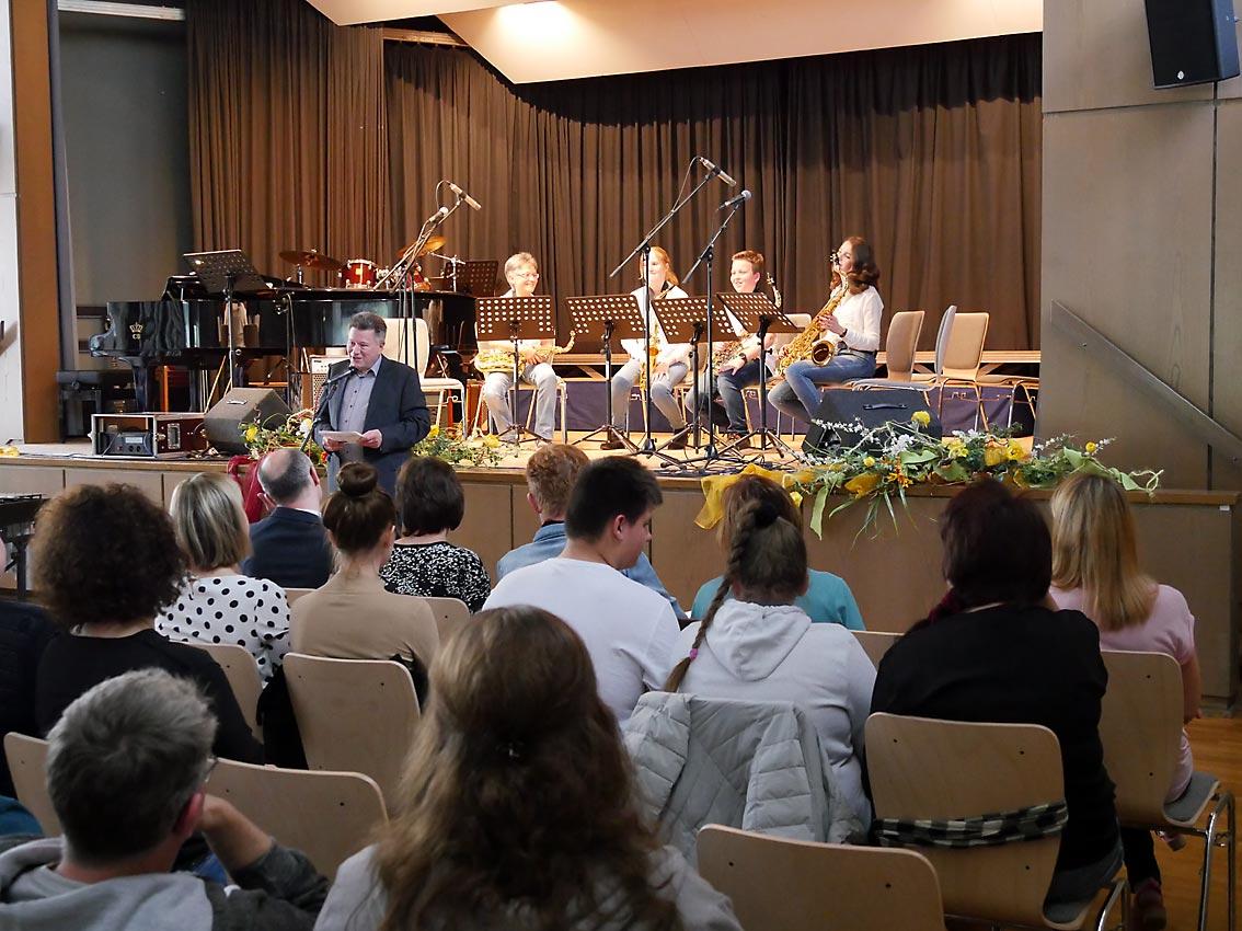 Schulleiter Günter Koch begrüßt das Publikum | Foto: A. Bubrowski/CJD Oberurff