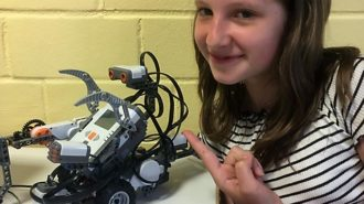 Jeannine mit IHREM Roboter | Foto: E. Stamm/CJD Oberurff