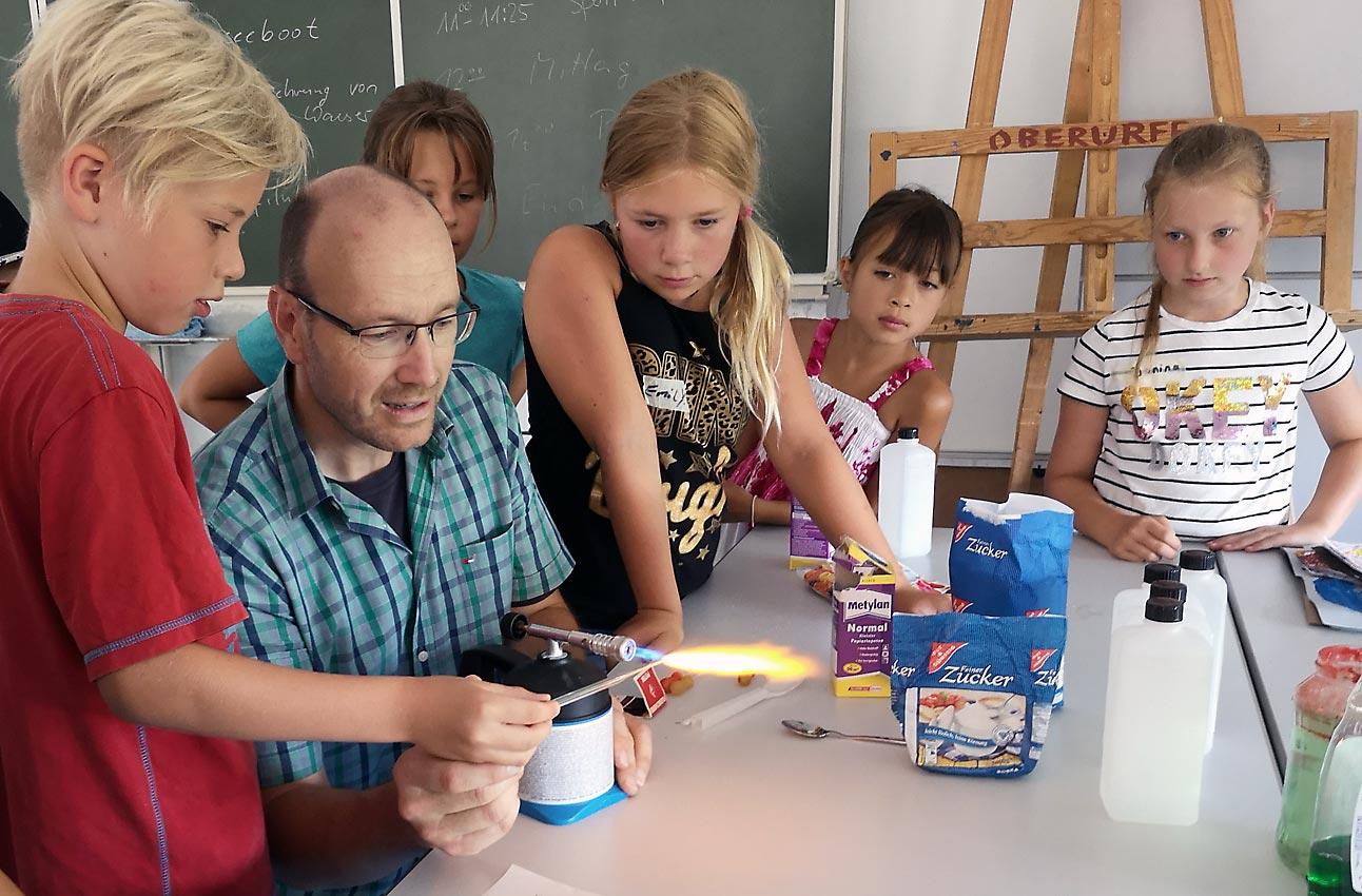 Ferienspiele: Physik- und Chemielehrer Jörg Huber | Foto: Christine Schäfer/CJD Oberurff