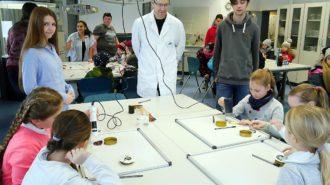 Fachbereich Chemie: Farbenspiele | Foto: A. Bubrowski/CJD Oberurff