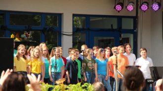 Kleiner Chor auf der Baustellenparty | Foto: M. Dieling/CJD Oberurff