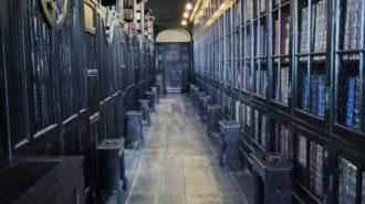 In den Osterferien in Manchester: Diebstahlsicherung von Büchern | Foto: Dennis Ruhwedel/CJD Oberurff
