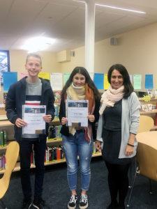Schulsieger des Französischvorlesewettberbs Suha Kröger (9a) und Laurens Albers (9e)