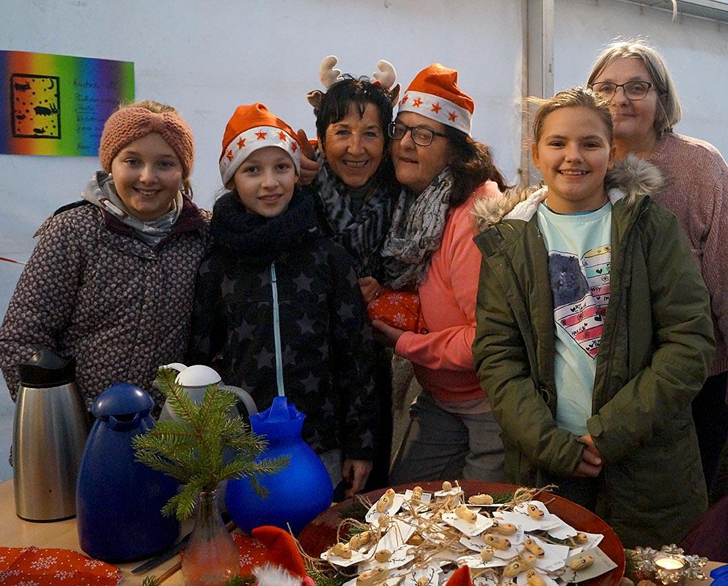 Am Kuchenbuffet der 5e von Klassenlehrerin Biggi Gora | Foto: LM Meckbach/CJD Oberurff