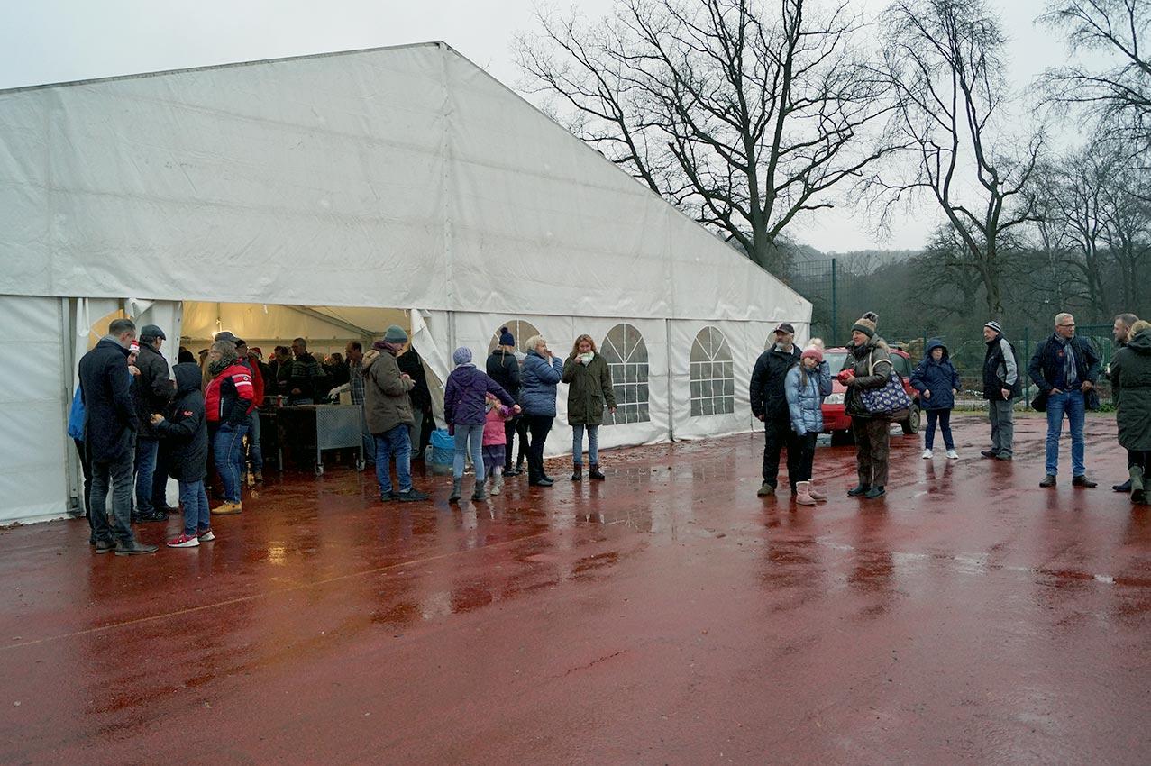 Turnhallen-Notbehelf beherbergt Weihnachtsbaumverkauf | Foto: LM Meckbach/CJD Oberurff