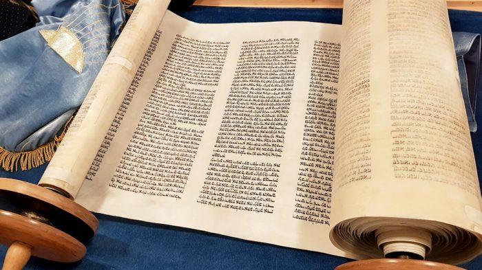 Die Tora in der Synagoge Felsberg