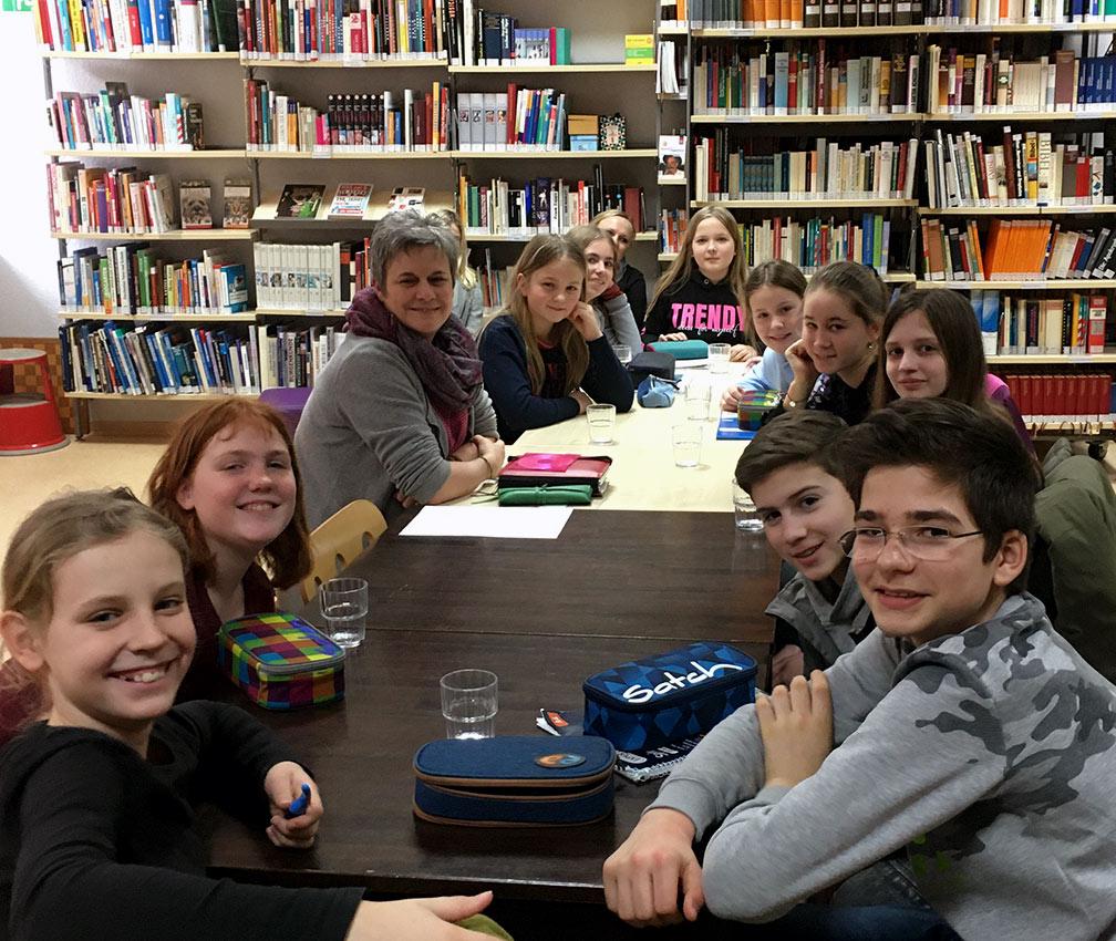 Teilnehmer des Autorenworkshops mit Autorin. Foto: D. Bürling/CJD Oberurff