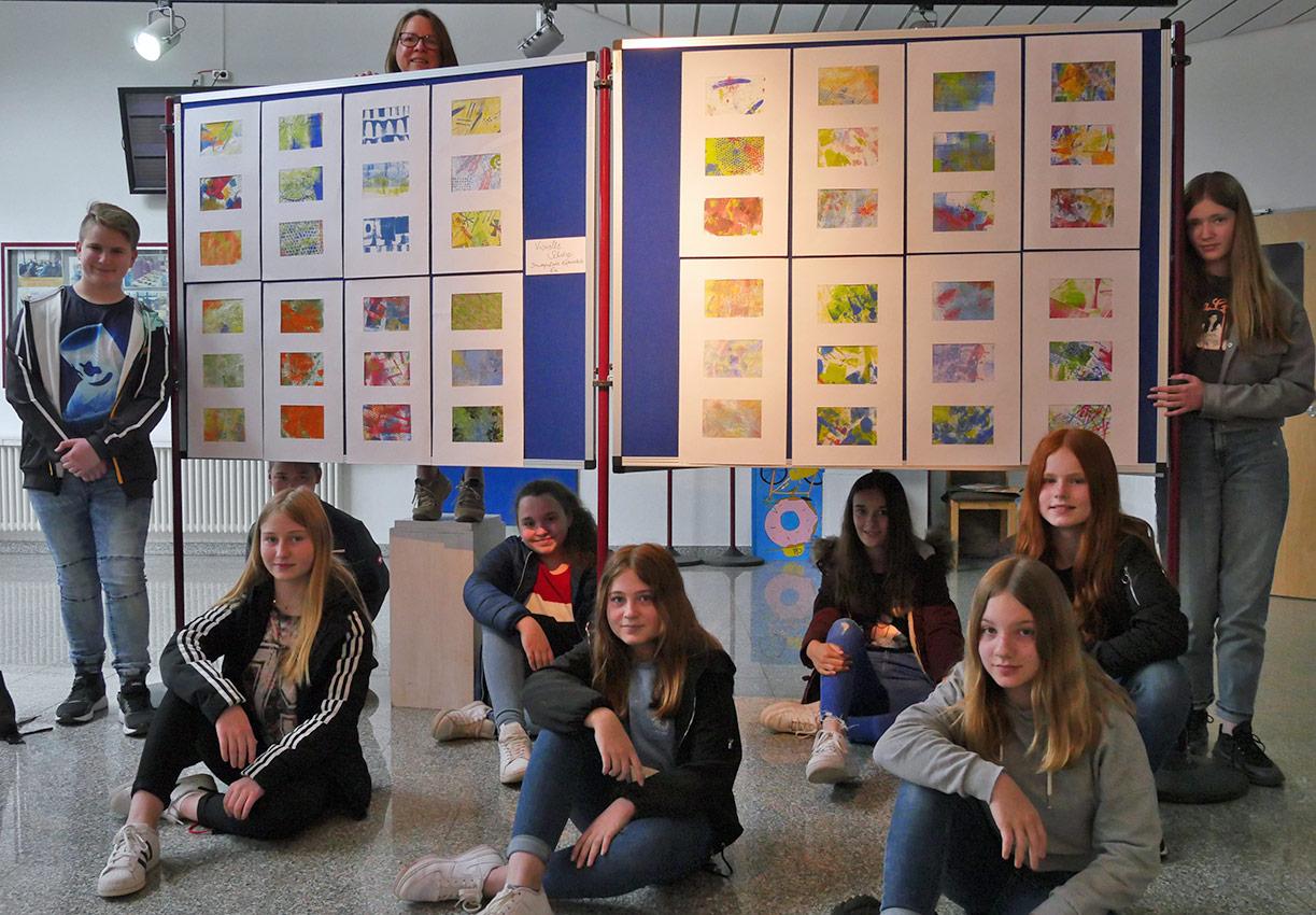 Kunst-Könner der 6a (Gruppe A) mit Kunstlehrerin Birgit Reimer | Foto: A. Bubrowski/CJD Oberurff