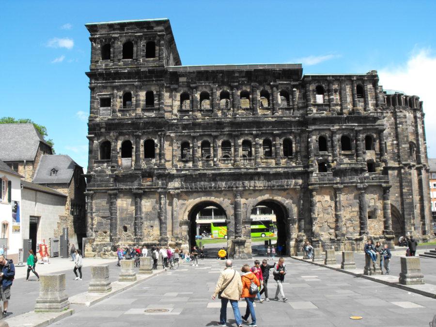 Porta nigra / das dunkle Tor
