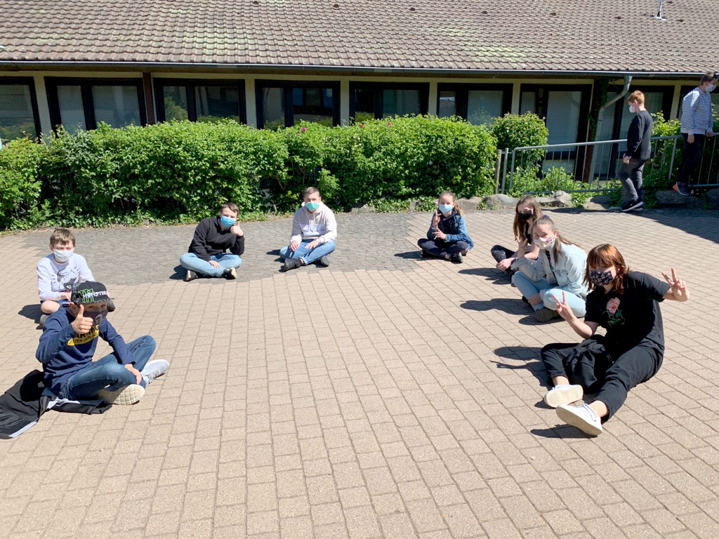 Pausenspaß trotz Mindestabstand von anderthalb Metern. Foto: J. Syrnik/CJD Oberurff