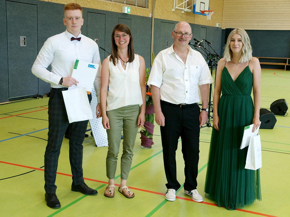 Endlich sein Abitur2020 in den Händen halten | Foto: A. Bubrowski/CJD Oberurff