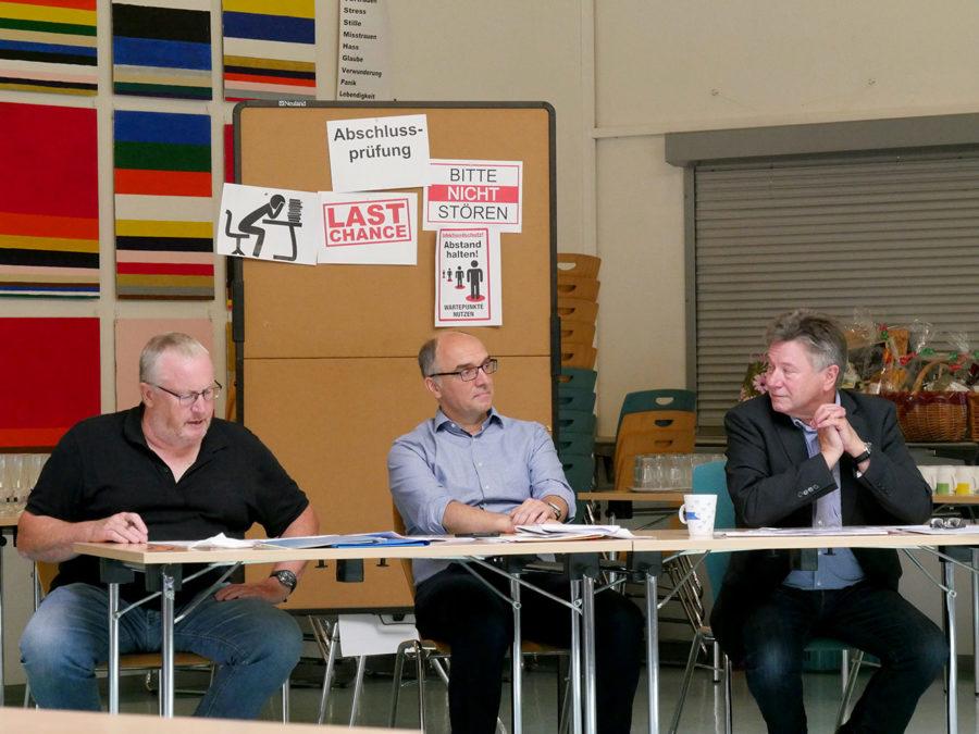 Prüfungskommission: Hans-Uwe Malkus, Christoph Heimbucher, Günter Koch (v. l.). Foto: A. Bubrowski/CJD Oberurff
