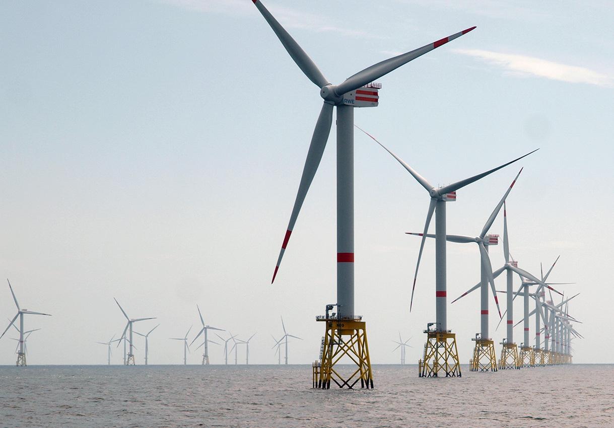 Exkursion zum Offshore-Windpark 40 Kilometer vor Helgoland | Foto: Andreas Bubrowski